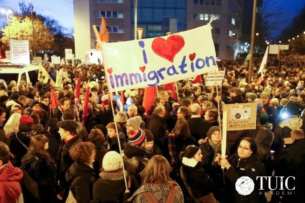 Maliye Bakanı Wolfgang Schäubl: Almanya'nın Göçmenlere İhtiyacı Var