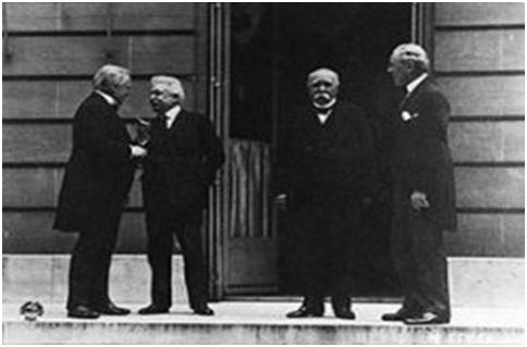 """Paris Barış Konferansı'nda bütün temel kararları alan """"4 Büyükler"""" (soldan sağa, David Lloyd George, Vittorio Emanuele Orlando, Georges Clemenceau, Woodrow Wilson)"""